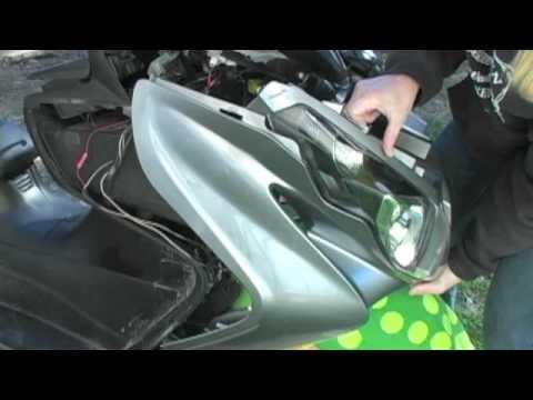 07 + Suzuki Burgman 400 Front Leg Shield Cover Removal | MicBergsma