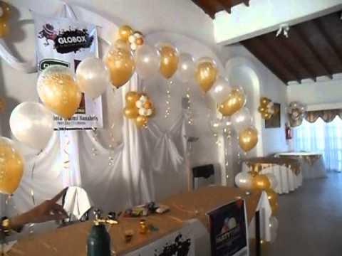 decoracion con globos dorado y blanco en casamiento por la profesora