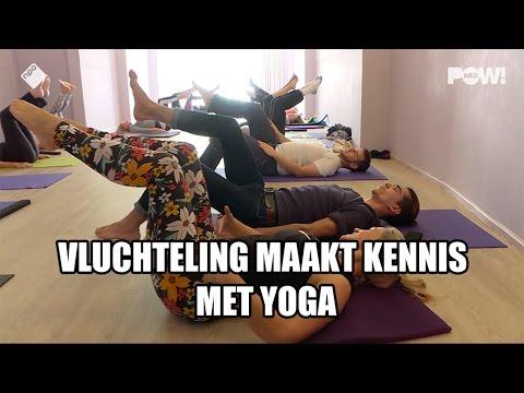 Vluchteling maakt kennis met yoga