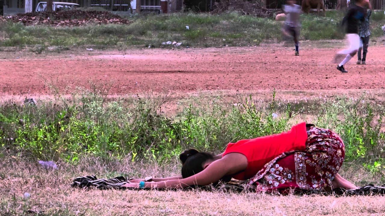 Jenny Child Pose Yoga Timelpase | Shishuasana in Gokulam - Mysore, India 4K