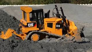 RC LIVE ACTION AT THE BIG MINE, RC BULLDOZER AND WHEEL LOADER AT WORK