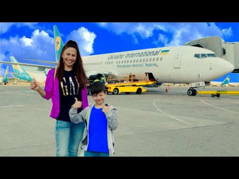 Den and mom fly to the sea. Vacation in Dubai 0+