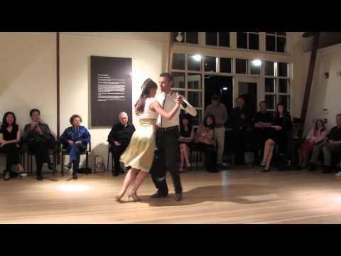 Sonja & Sven demo Tango under ...