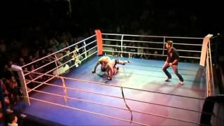 Capoeira, nocautes com meia lua de compasso MMA