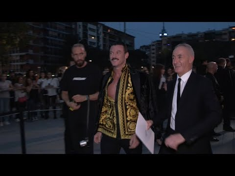Luke Evans, Rosie Huntington Whiteley and more arrive at Versace Fashion  in Milan