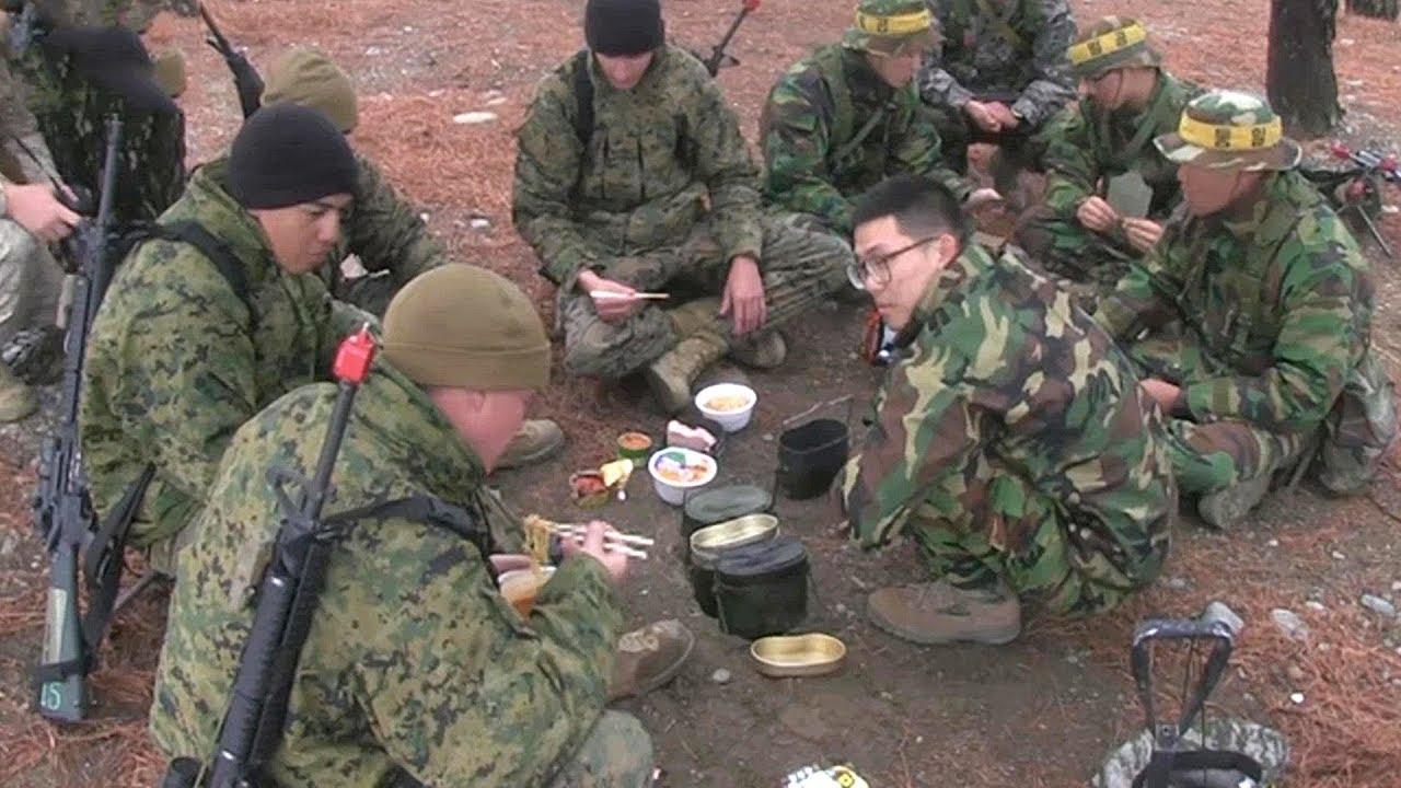 Korea and US Marines Enjoy Instant Ramen & MRE Together