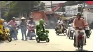 VTC14_Hai thanh niên ngoại quốc đua xe tại TPHCM - hài hước hay vi phạm giao thông