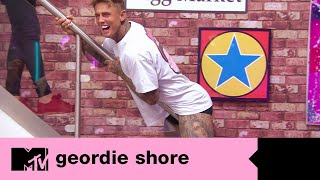 Beau faz um striptease para Bethan   Geordie Shore Ep. 03