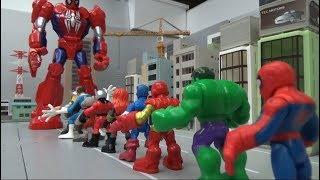 Download Spiderman 10 Super Heroes enter big spiderman robots toys 스파이더맨 10명 슈퍼 히어로 큰 스파이더맨 로봇에 들어가다 장난감 놀이 Mp3 and Videos