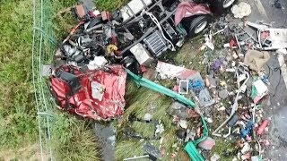 Download Video 18 killed, 14 injured in bus, semi trailer collision in central China MP3 3GP MP4