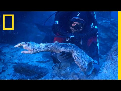 See Statues and Mysterious Disk Found in Ancient Greek Shipwreck | National Geographic