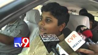 KCR and family pray to Tirumala Lord Balaji - TV9