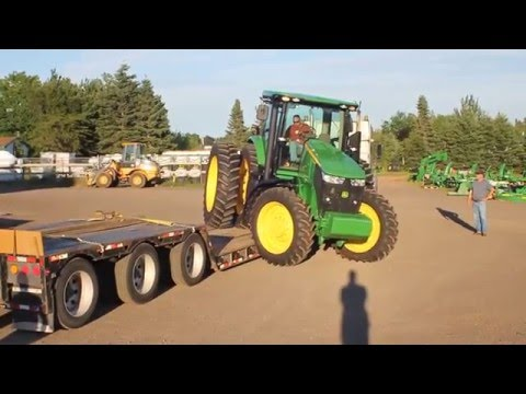 Side Unloading a John Deere 7200R (Lower Onslow, NS) 07-25-12