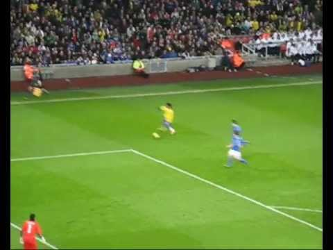 Robinho Goal - Brazil vs Italy 10/02/2009