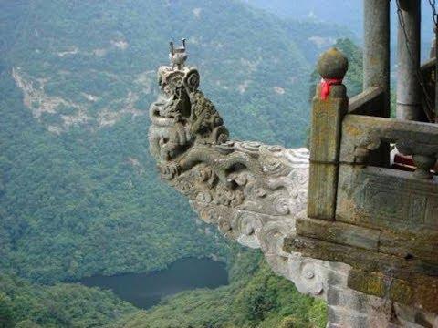 中国最危险的香炉,无数游客用生命烧香,你敢来挑战吗?