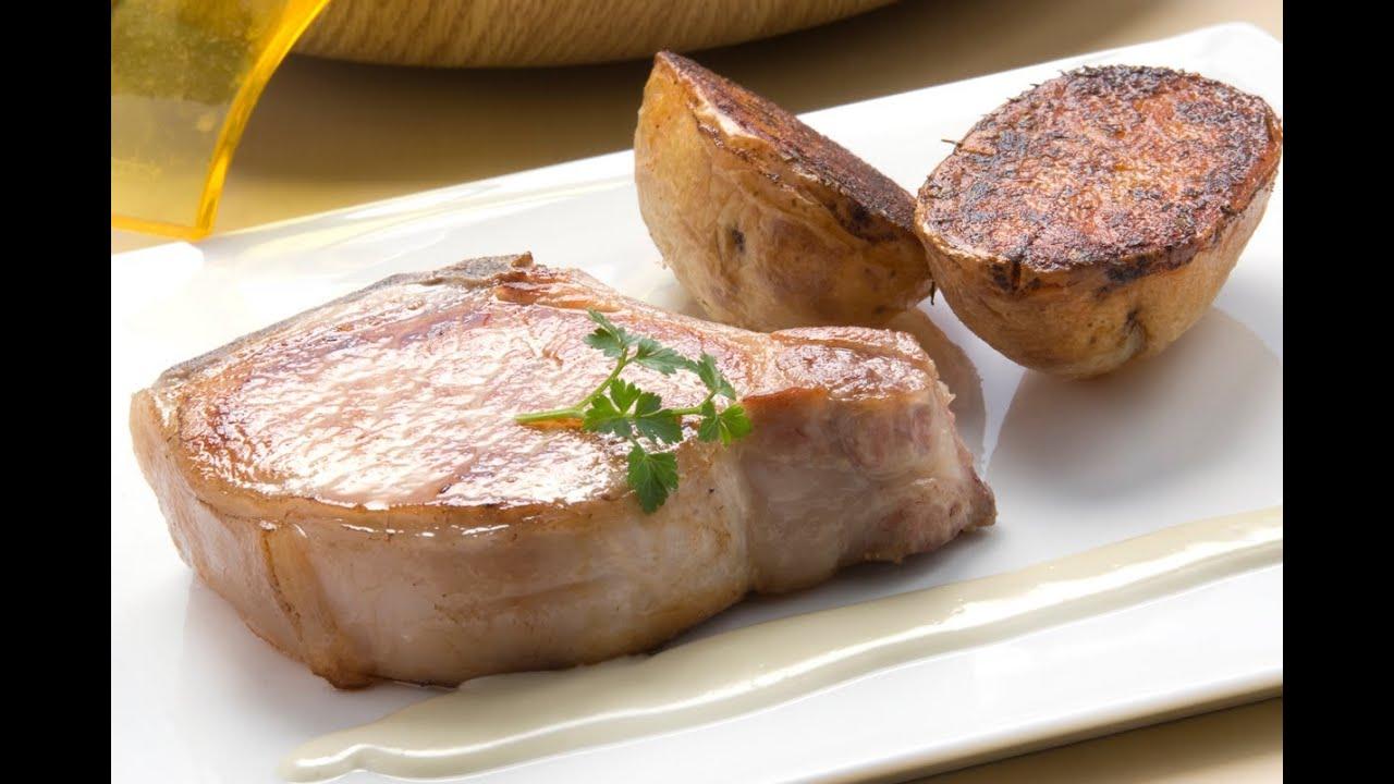 Chuletas de cerdo con patatas al horno youtube for Cocinar patatas al horno