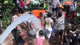 видео Сонгкран (тайский Новый год)