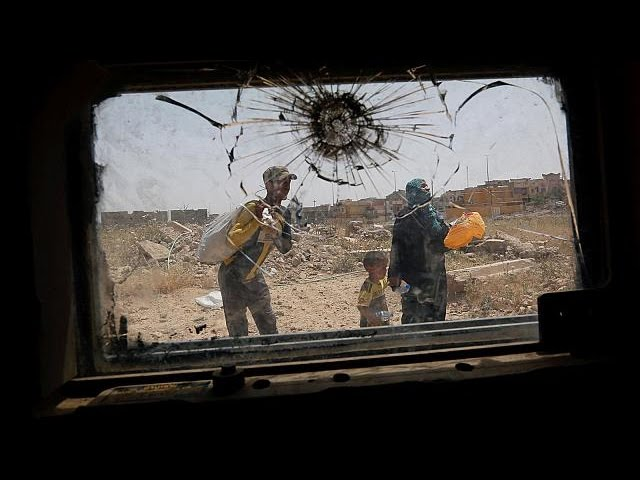 Iraqi forces clash with Islamic State militants in Mosul