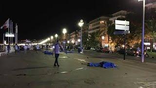TUTTI I VIDEO DEGLI ATTENTATI DI NIZZA, 73 MORTI E 100 FERITI, CAMION TRAVOLGE FOLLA!! thumbnail