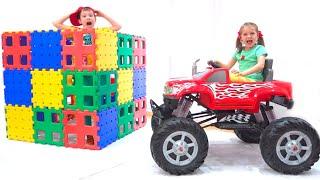 Max y Katy juegan con camión y bloques