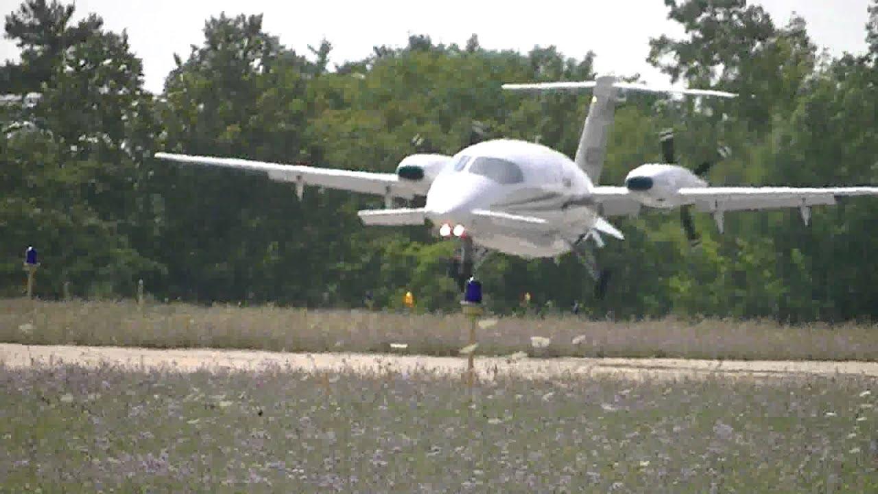 avantair piaggio p180 avanti landing at harbor springs airport