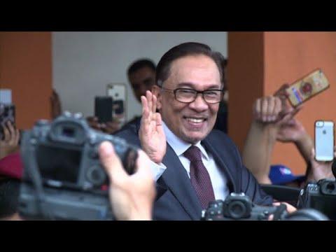 Malaysia's Anwar walks free following pardon (2)
