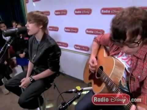 Justin Bieber - 'U Smile' (Acoustic In Radio Disney Total Acess)