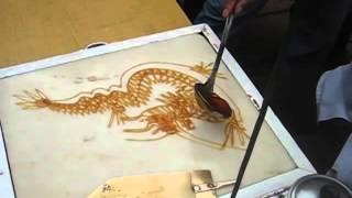 Уличная еда в Китае, сахарный шеф )(Больше крутых видео и рецептов loveeat.ru., 2015-11-21T19:16:08.000Z)