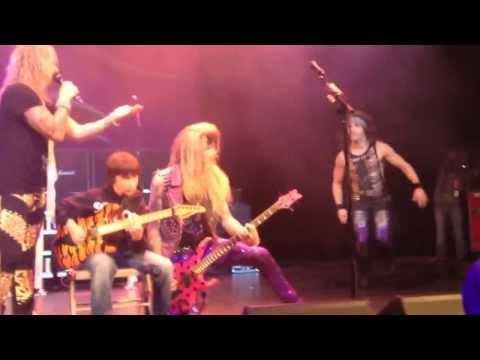 JustBuzz.fr - A 11 ans, il humilie le guitariste d'un groupe de métal