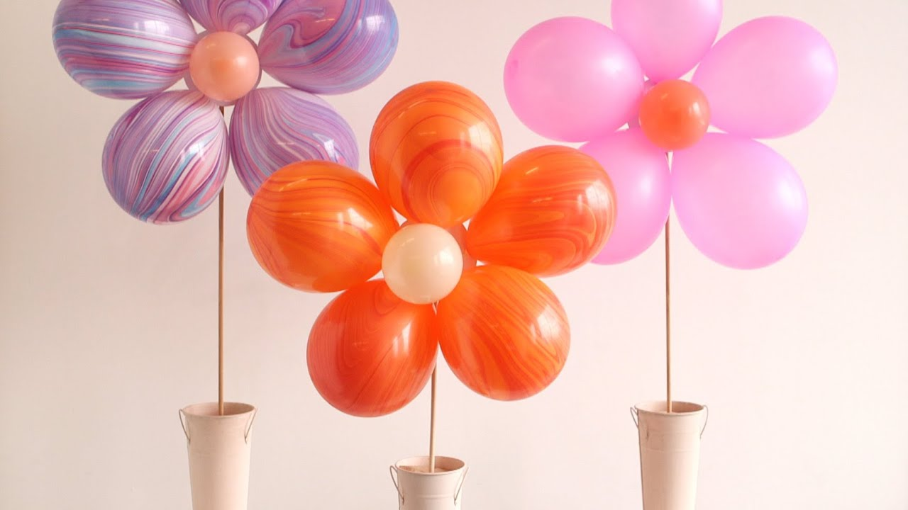 Diy floral balloon bouquet youtube for Bed decoration with flowers and balloons