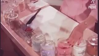 بالفيديو- طرق بدائية لصنع المكياج في خمسينيات القرن الماضي