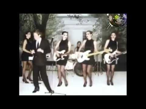 Robert Palmer - I Didn't Mean To Turn You On music video (original song vers)