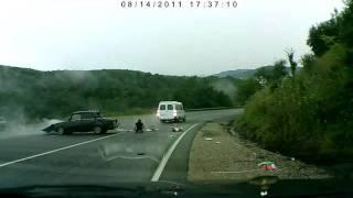 Авария по дороге на море.avi.flv(ДТП на трассе Краснодар - Джубга 14-го августа.