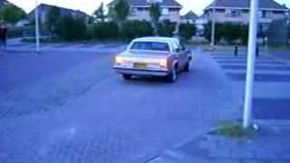 '80 Oldsmobile omega - rondje over de parkeerplaats