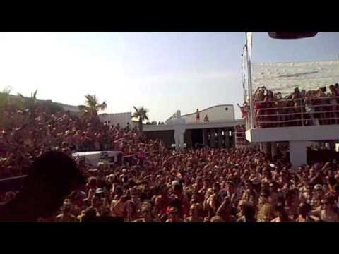 MK playing Look Right Through at Hideout Festival Pool Party 2013