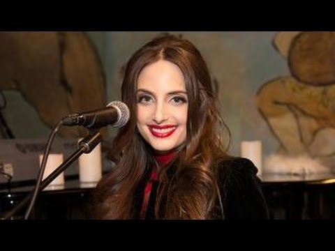 Alexa Ray Joel Discusses Her Dad's Influence - YouTube