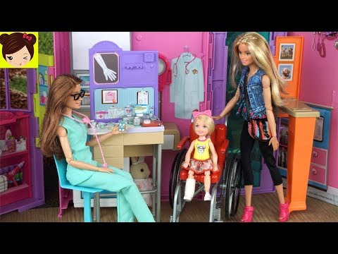 La En Parque Doctora Rompe Barbie Chelsea Pierna Se El jLqpMVSUzG