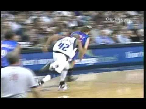 Kyle Korver two-hand dunk