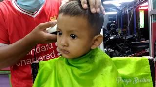 LUCU!!!! Balita Potong Rambut di Salon Madura