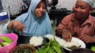 Makan daun Mareme