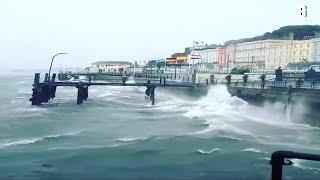 """Tote und schwere Schäden: Sturm """"Ophelia"""" zieht über Irland hinweg"""