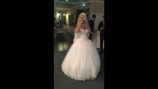 Невеста читает рэп на свадьбе. Лучший подарок жениху