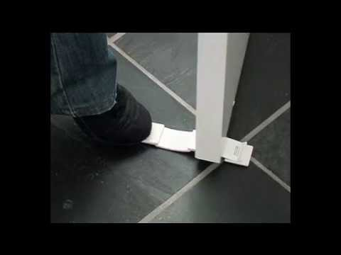 bloque porte double sens 2way doorstop blanc 8224 de baby dan youtube. Black Bedroom Furniture Sets. Home Design Ideas