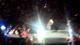 Heechul and Henry oppa kiss at smtown 2010 in
