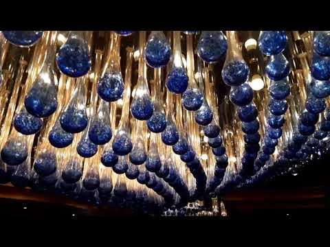 Costa Luminosa y sus lámparas  de vidrio de Murano