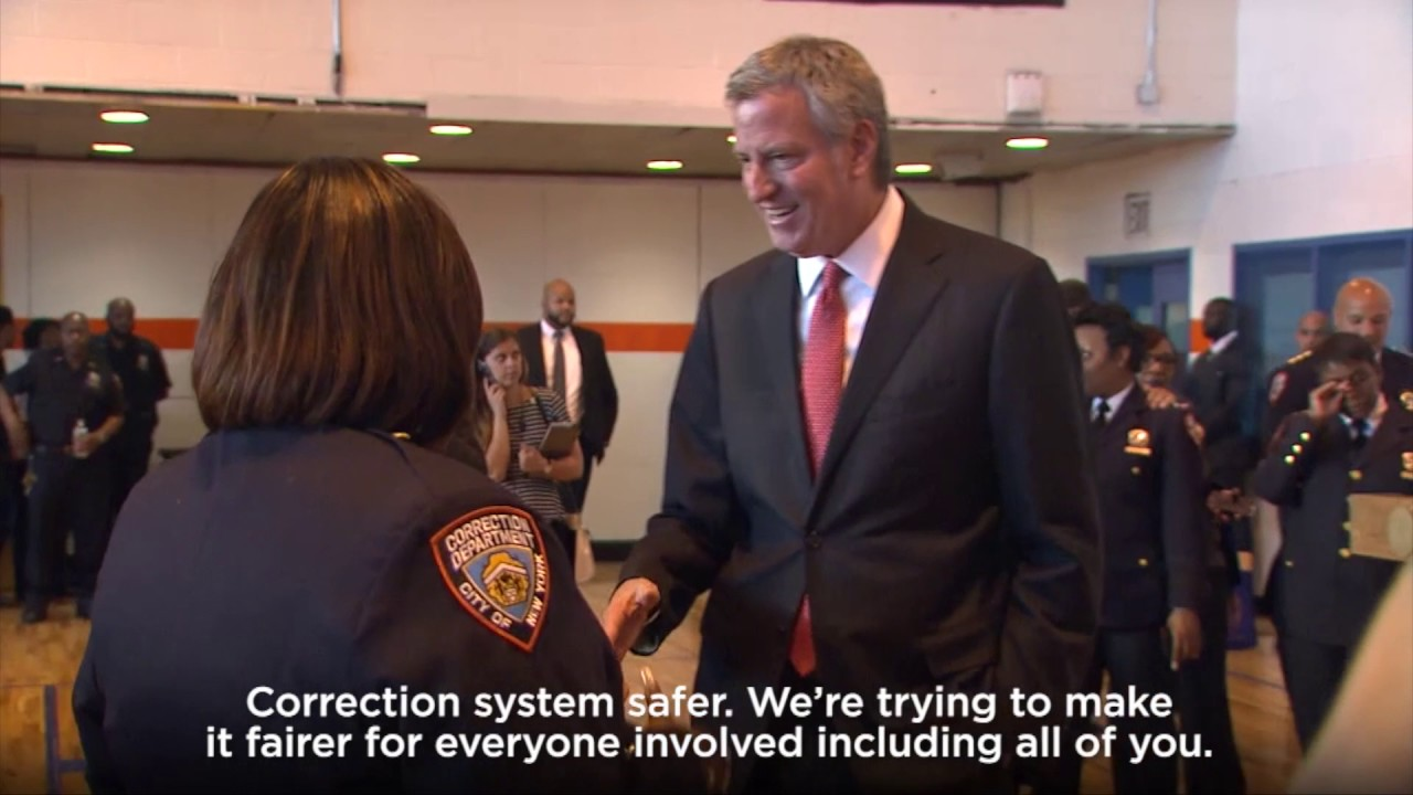 NYC Mayor Bill de Blasio visits Rikers Island