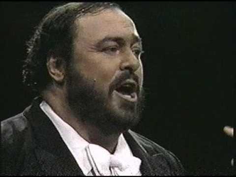 Luciano Pavarotti. 1987. Chitarra romana. Madison Square Garden. New York