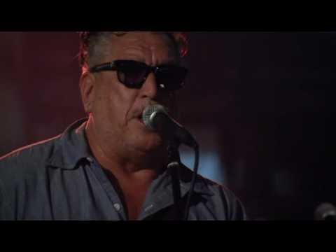 Steve Jones Performs