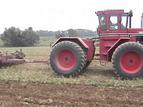 International 4366 & International 4166 Chisel Plowing