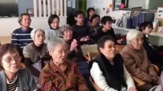 神戸市灘区のデイサービス、障害児童達にプロジェクターを使った漫談 一...